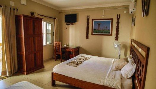 Dreibettzimmer mit Gartenblick