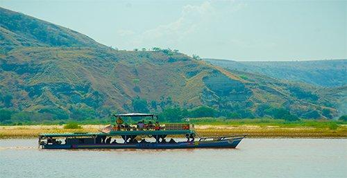 DESCENT OF THE TSIRIBIHINA RIVER